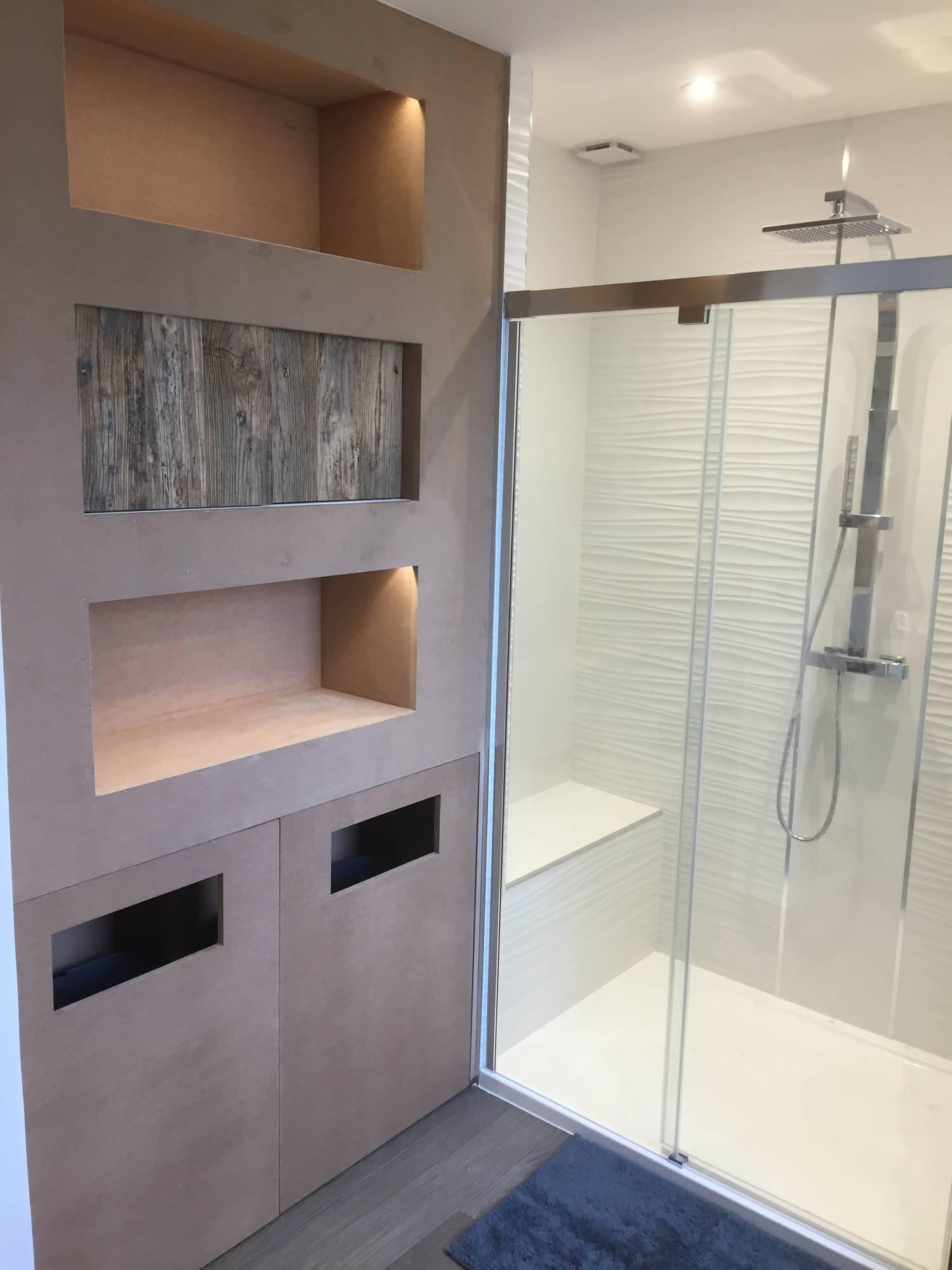 agencement de salle de bain rangements sur mesure selon vos souhaits in deco. Black Bedroom Furniture Sets. Home Design Ideas