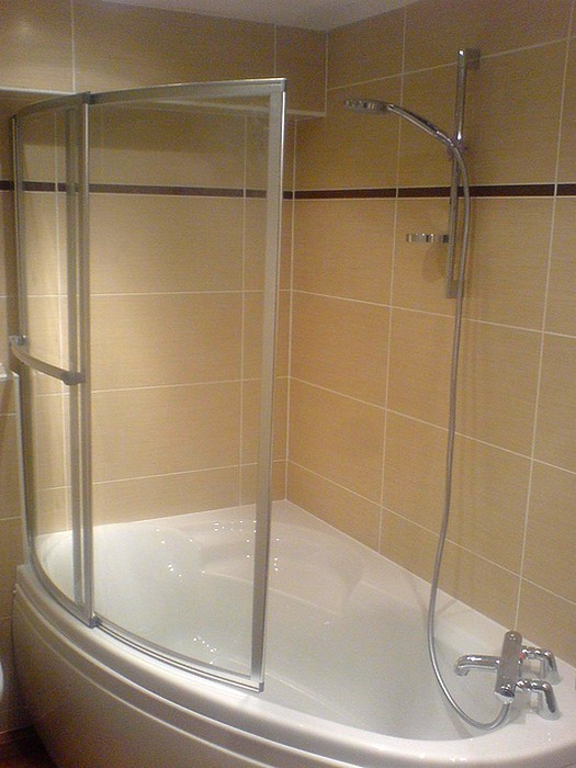 baignoire d 39 angle avec pare bain in deco. Black Bedroom Furniture Sets. Home Design Ideas