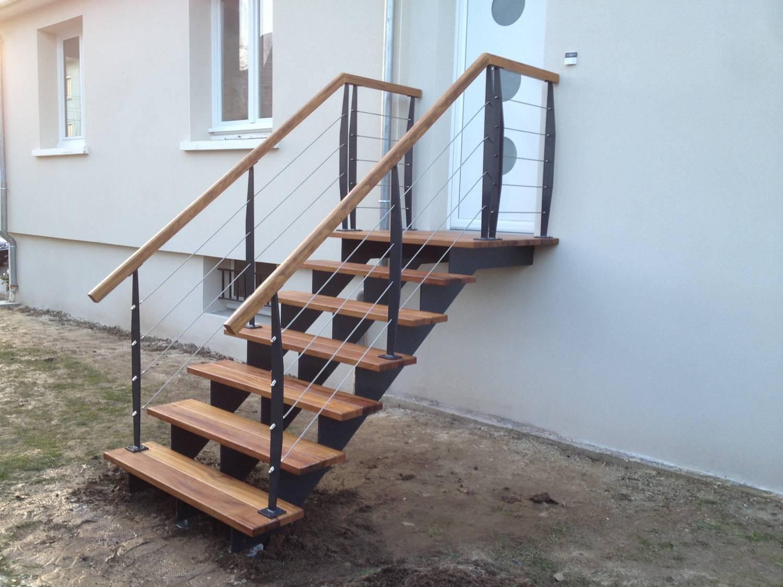 Escalier Exterieur Sur Mesure En Acier Galvanise Laque Et Marches