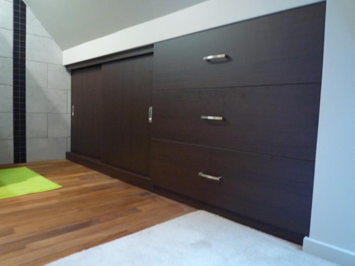 rangements sous pente portes coulissantes et tiroirs sortie totale in deco. Black Bedroom Furniture Sets. Home Design Ideas